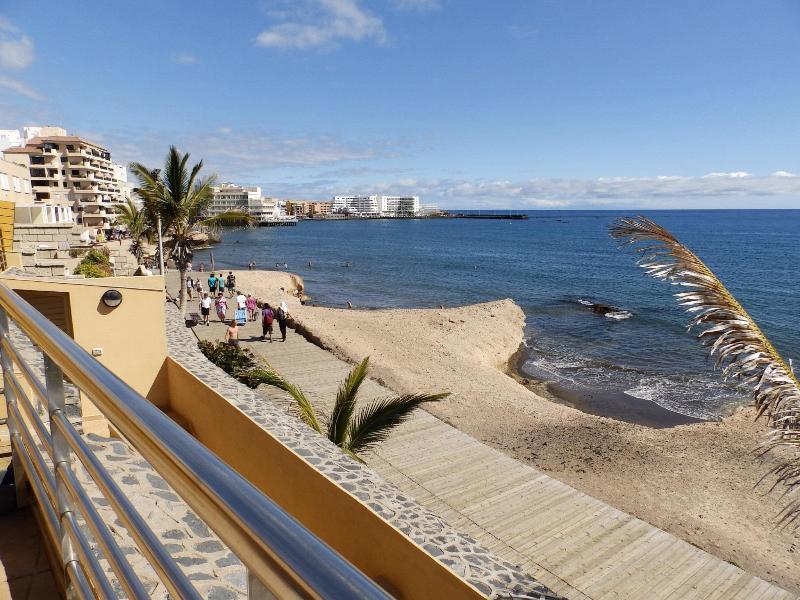 Duplex with wifi large terrace beach Medano Beach - Image 1 - El Medano - rentals