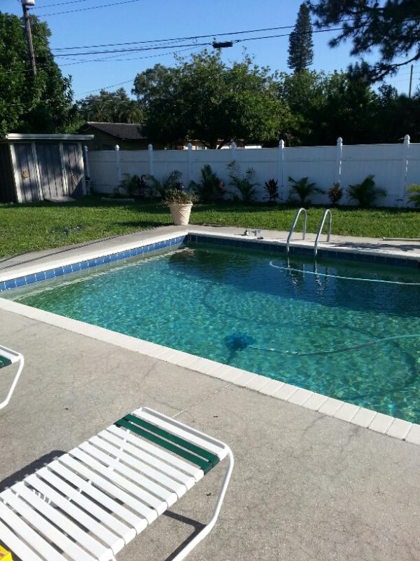 Swimming pool and fence yard - Country Club House - Tropical Sun, Swim and Lounge - Bradenton - rentals