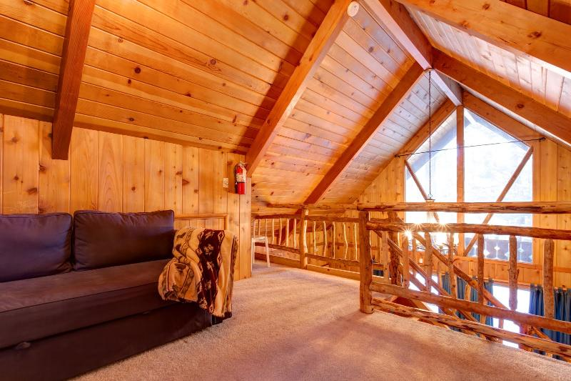 Upstairs loft - Snuggle Bear Cabin Big Bear Lake - Close to Trails - City of Big Bear Lake - rentals
