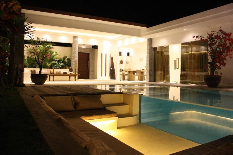 Villa by night - Beautiful 2 bedrooms architect villa in Seminyak ! - Seminyak - rentals