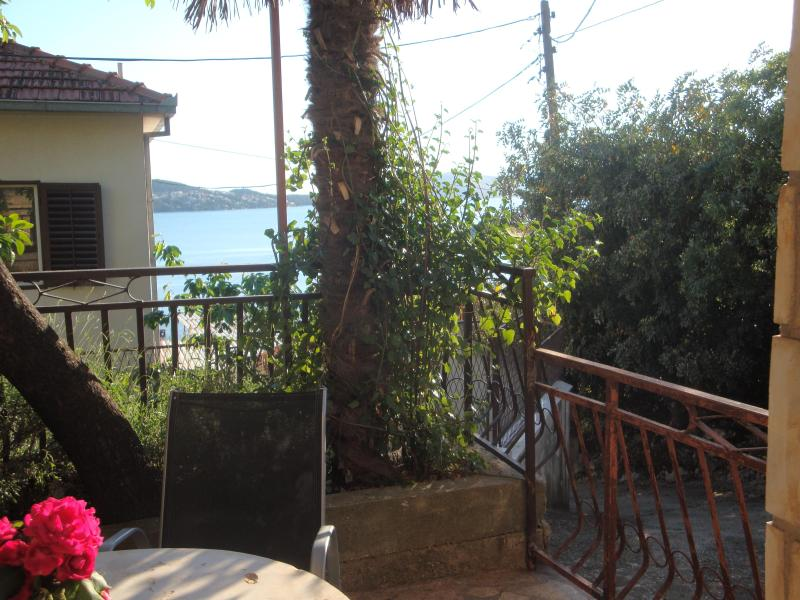 Relaxing Warm Atmosphere near beach and center - Image 1 - Trogir - rentals