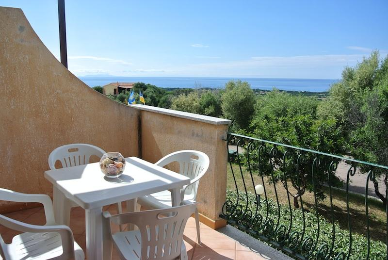 Studio with sea view and swimming pool - Image 1 - Badesi - rentals
