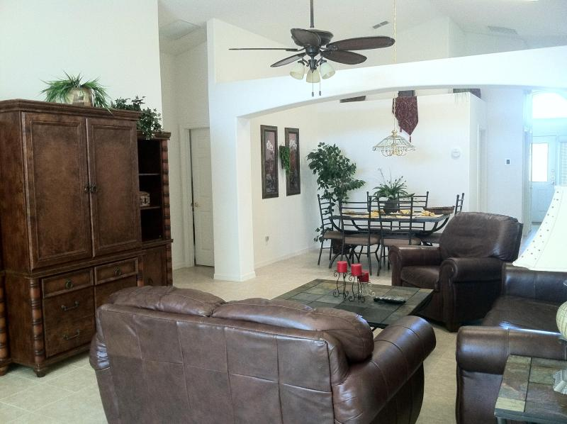 Family Room - FREE GRILL/FREE WIFI- 5BED 4BATH ONLY $120 A NIGHT - Four Corners - rentals