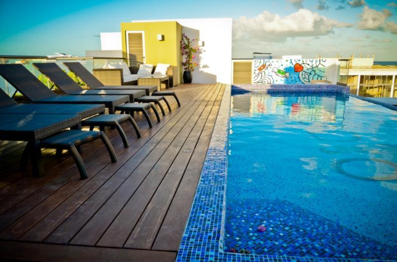 Spacious Flat with Amazing Pool - Image 1 - Playa del Carmen - rentals
