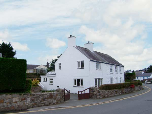 GLAN Y DON BACH, semi-detached cottage, off road parking, central village - Image 1 - Abersoch - rentals