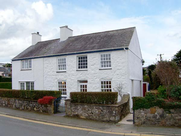 GLAN Y DON, semi-detached cottage, open fire, beachside location, ideal for families, in Abersoch, Ref 20128 - Image 1 - Abersoch - rentals