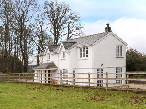 THE LODGE, quality cottage, open plan living, access to parkland, Burton-in-Kendal Ref 903929 - Image 1 - Burton-in-kendal - rentals