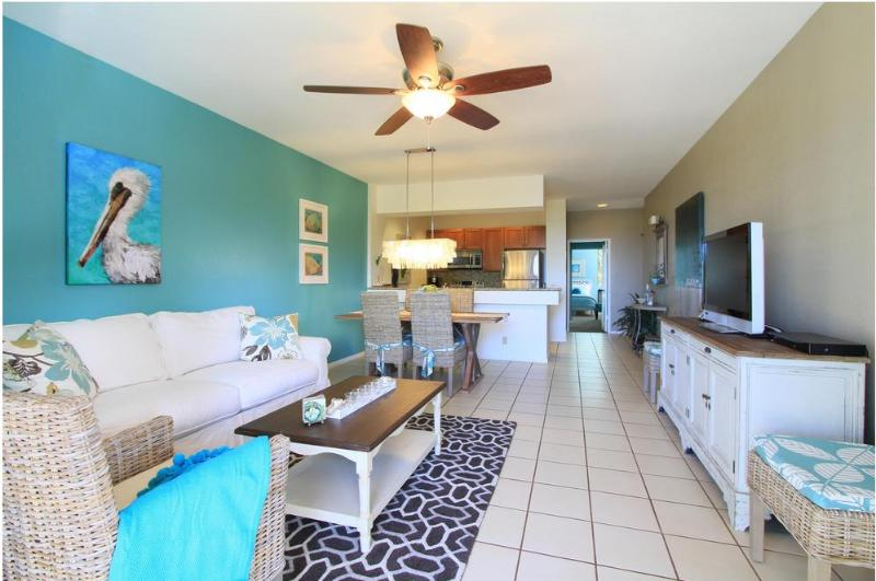 From lanai looking in to the living room - Beach House Chic decor inspired by the Sea - Wailea - rentals