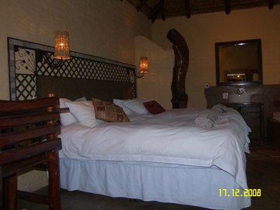 Room 4 : Forest room dressed in White - O.R.Tambo Accommodation: S26° 4.947' E28° 19.594' - Benoni - rentals