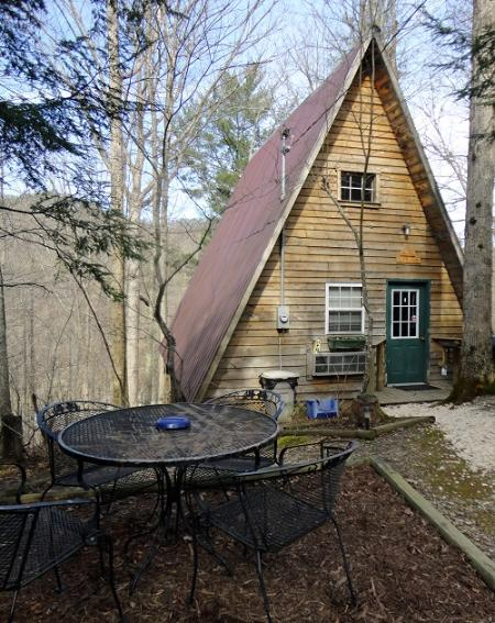 Outside of cabin - Red River Outdoors - Amy's A-Frame - Slade - rentals