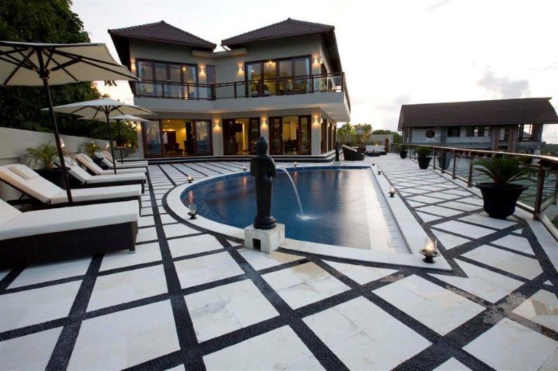 Villa & Pool Oveview - Royalty King, Luxury 6 Bedroom Villa, Car + Driver, Jimbaran - Jimbaran - rentals