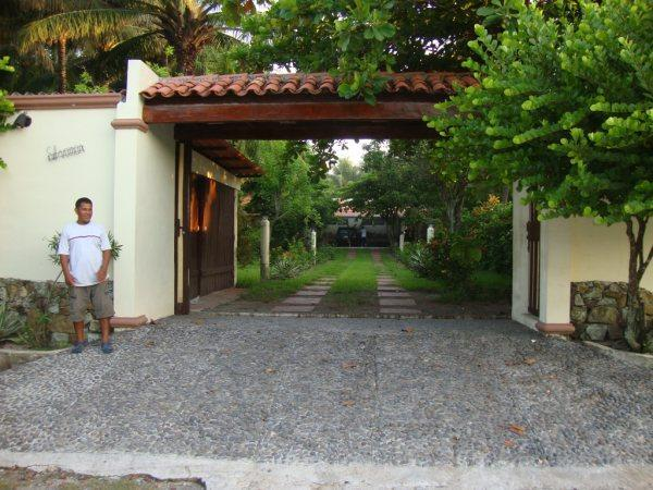 Beautiful 3,000 sq ft Beach House - Image 1 - El Porvenir - rentals