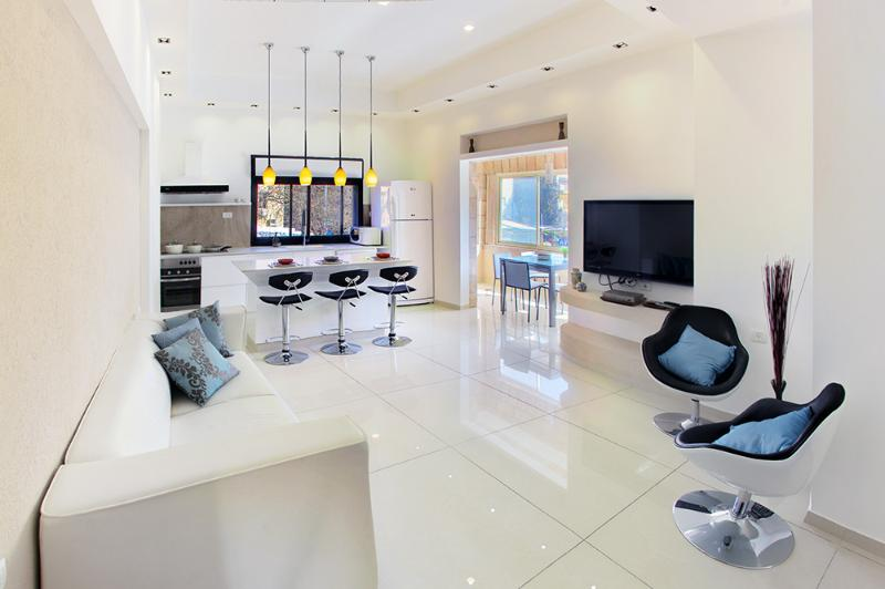 Spacious bright and light - CHIC, STUNNING 3 BEDROOM 2 BATHROOM BEST LOCATION - Jerusalem - rentals