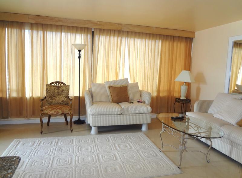 Beautiful 1 bedroom waikiki apt - Image 1 - Honolulu - rentals