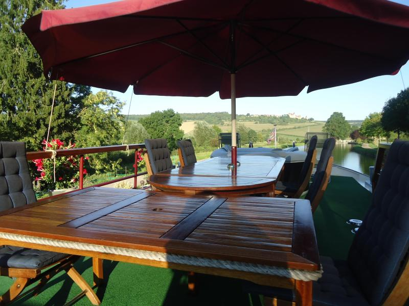 Wine&Water: spacious sun deck, exact mooring spot - WINE TOURS  & CRUISE ON THE BURGUNDY CANAL - Dijon - rentals