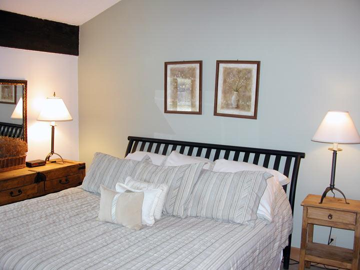 Beaver Creek West Condo L-4 Master bedroom with King bed - BC West L-4 w/ FREE skier Shuttle - Avon - rentals