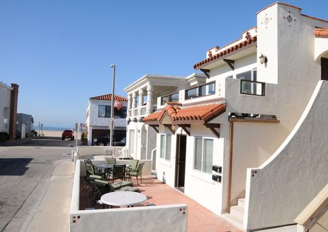 Patio showing view to the beach - 111 A 35th Street- Lower 3 Bedroom 2 Bath - Newport Beach - rentals