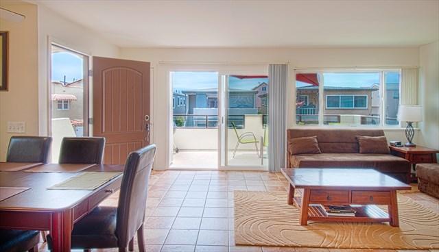 Family-Dining-Kitchen Area - 111 B 35th Street- Upper 4 Bedroom 2 Bath - Newport Beach - rentals