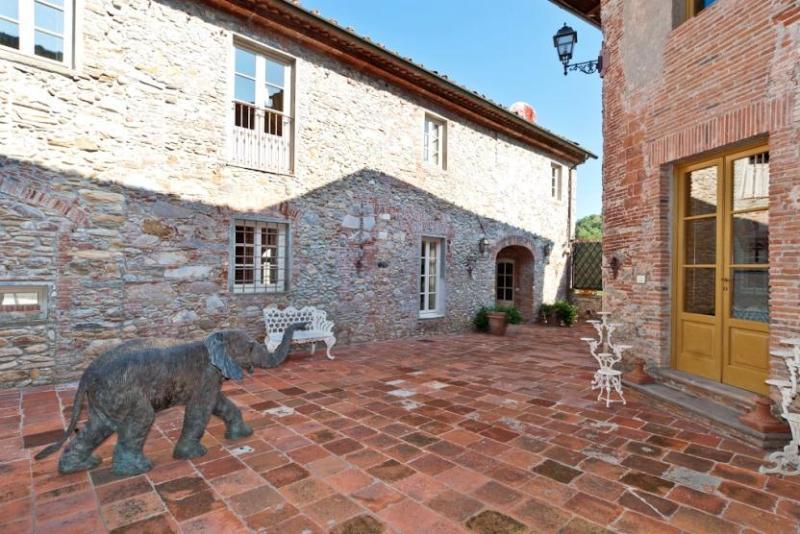 View of the Elephant statue in Villa Borgo Casimo - Villa Borgo Casimo - Capannori - rentals