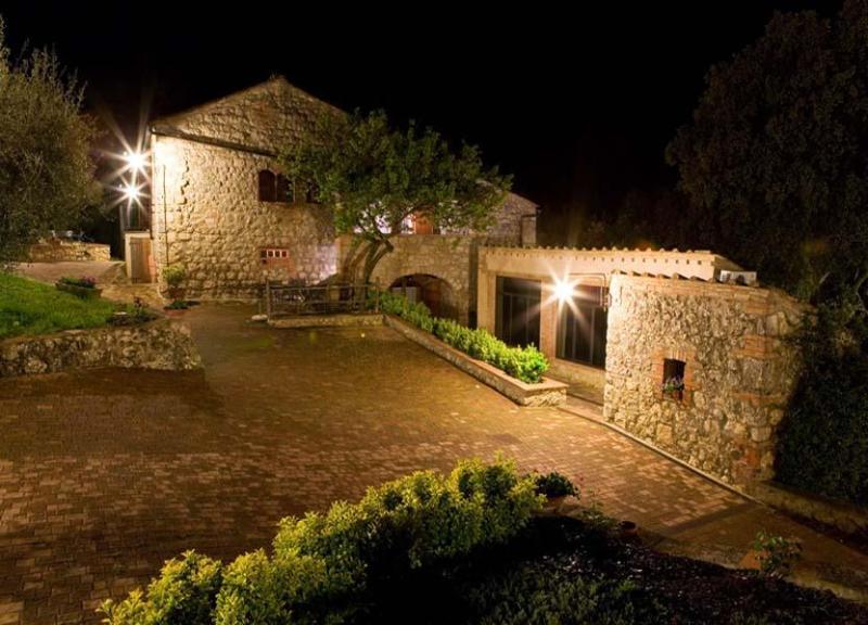 Main view of the Apartment Monteriggioni  in night - Apartment Monteriggioni - 8 - Monteriggioni - rentals