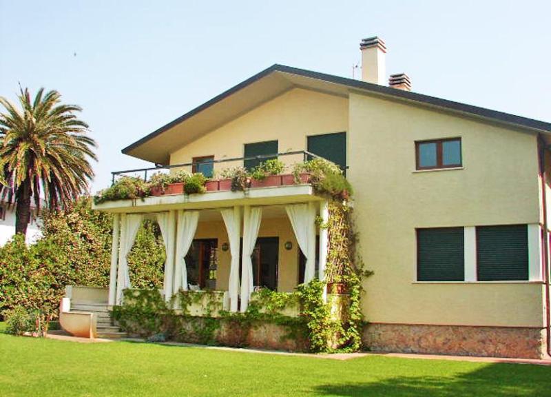 Villa Allegria - Image 1 - Marina Di Pietrasanta - rentals
