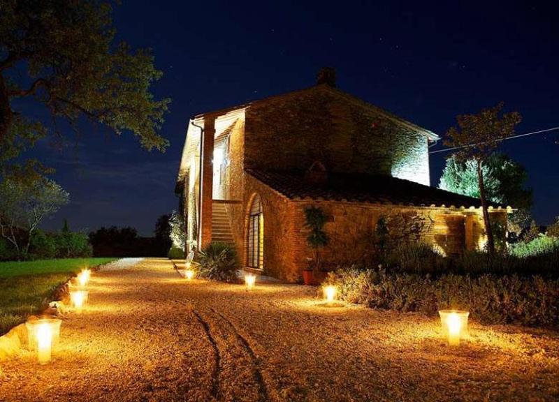 Main view of the villa in night - Villa Umbrina - Perugia - rentals
