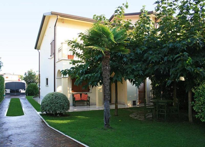 Villa Surfinia - Image 1 - Forte Dei Marmi - rentals