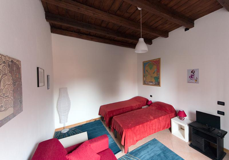 Bedroom with two single beds - Nice and Comfortable flat in Bologna - Bologna - rentals