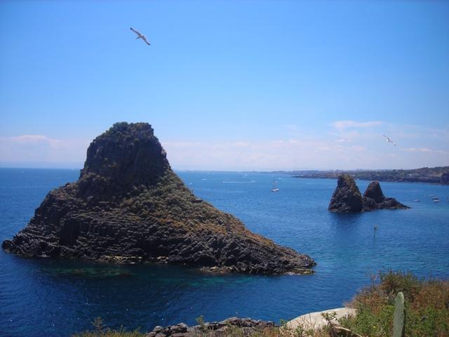 Winter sun Sicily Catania Acitrezza 40 meters from the beach promenade area. - Image 1 - Acitrezza - rentals