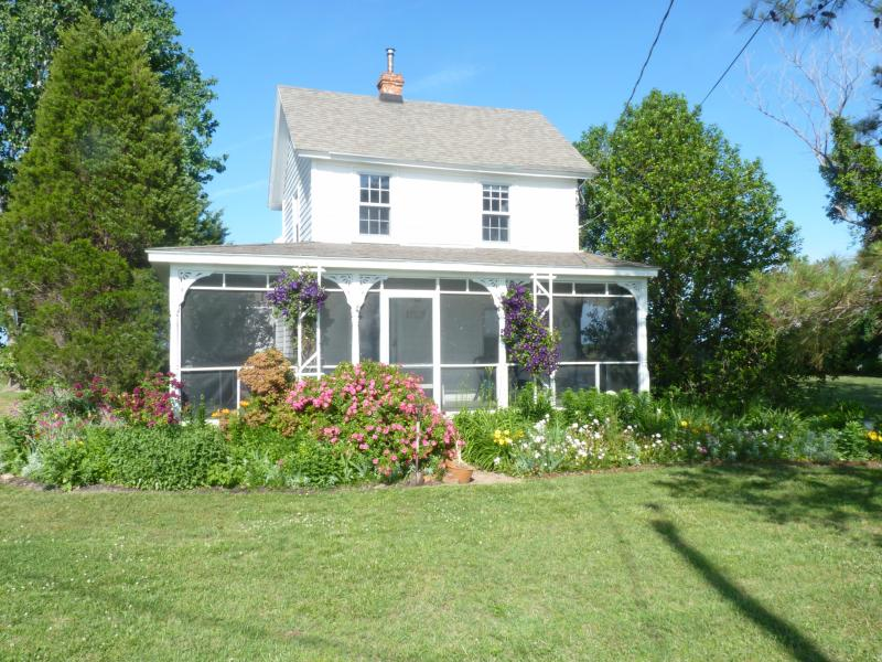 Windrush Cottage Front of House - Chesapeake Bay Sunrises AND Sunsets - Westover - rentals