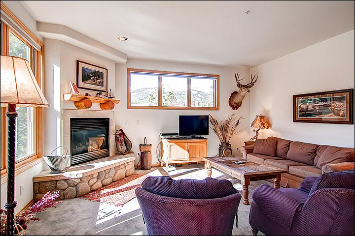 Cozy Living Room with Flat Screen TV and Fireplace - Centrally Located Condo - Spacious & Recently Remodeled (13252) - Breckenridge - rentals