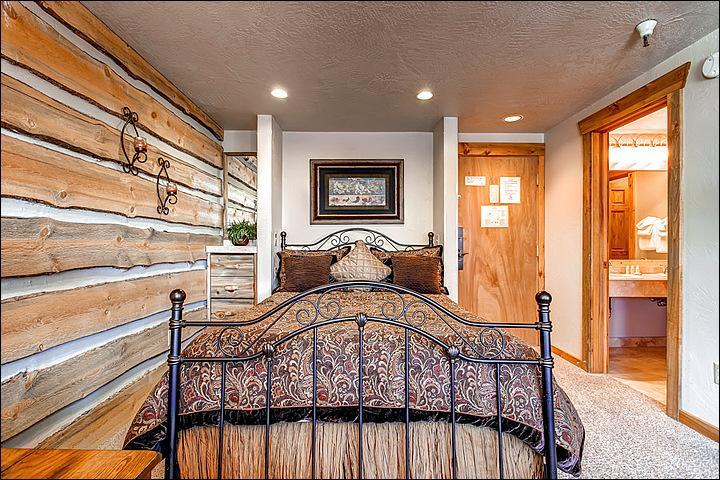 Queen Bed in the Luxury Studio - Luxurious Studio - Resort Amenities  (4229) - Breckenridge - rentals