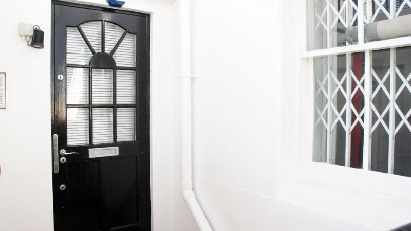 Facade - The Chalet Apartment - London - rentals