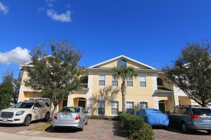 Your villa in the gated Resort -- Coral Cay Resort - Gated 4 Bedroom with WiFi and Jacuzzi, 6 miles to Disney - Kissimmee - rentals