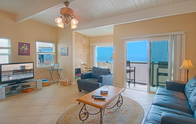 Family-Dining Area showing view to the beach - 3907 B Seashore- Upper 3 Bedroom 2 Baths - Newport Beach - rentals