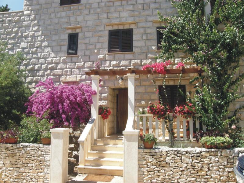 Main view on Villa Renipol - Villa Renipol 80m far from the sea Apartment nr 6 - Sutivan - rentals