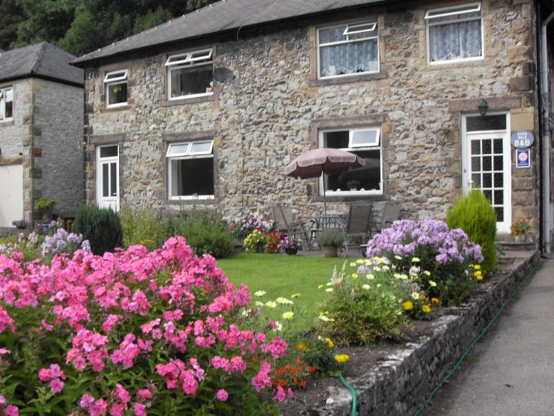 River Walk B&B in a quiet part of Bakewell but just a six minute walk to the town centre - River Walk Bed and Breakfast - Bakewell - rentals