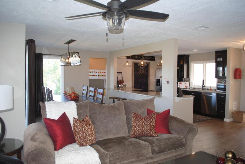 Family room for movie night - Beautiful Remodeled 4 Bedroom Condo, Sleeps 14 - Saint George - rentals