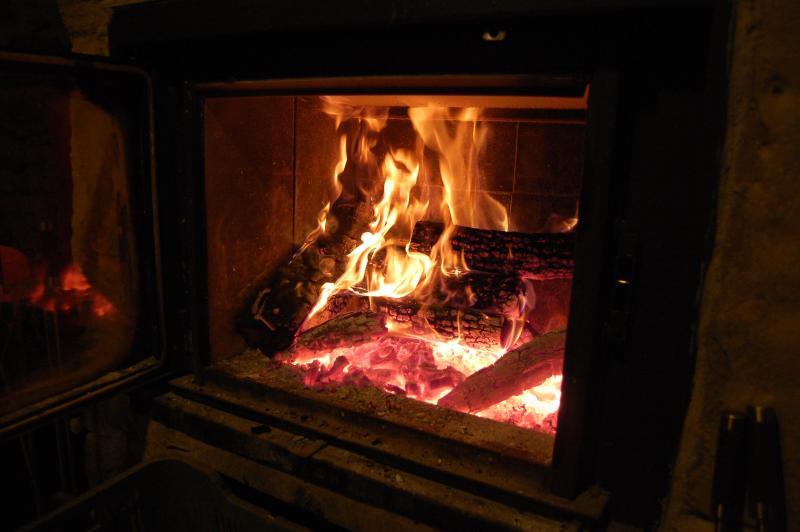 Chimenea - Casa Dorondón: Casa centenaria de piedra y madera - Sabinanigo - rentals