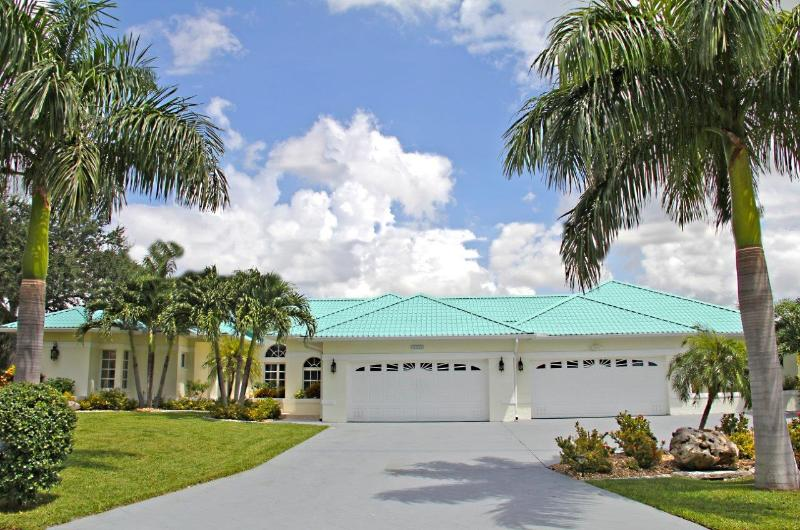 Welcome to Casa de Playa - Casa De Playa, Bali Style Resort, Waterfront, Pool - Cape Coral - rentals