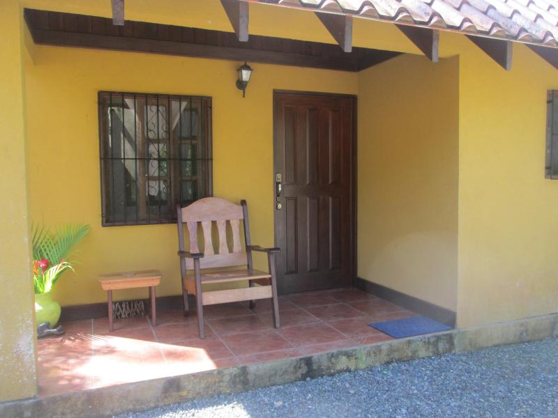 Front Entrance - Willie´s Tours CR Cabina on Caribbean Coast - Cahuita - rentals