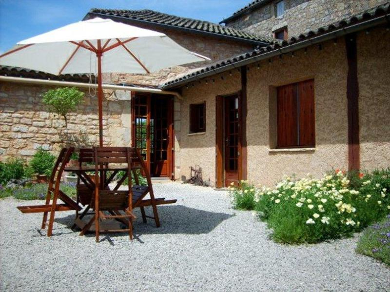 The courtyard and guest wing - Exclusive B & B in the land of Lascaux and Lautrec - Montcabrier - rentals