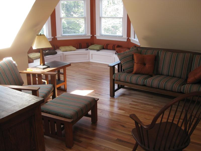Craftsman Furnishings and Hardwood Floors - Turret House (Apt 5) 2BR View Penthouse w/ Deck - Seattle - rentals