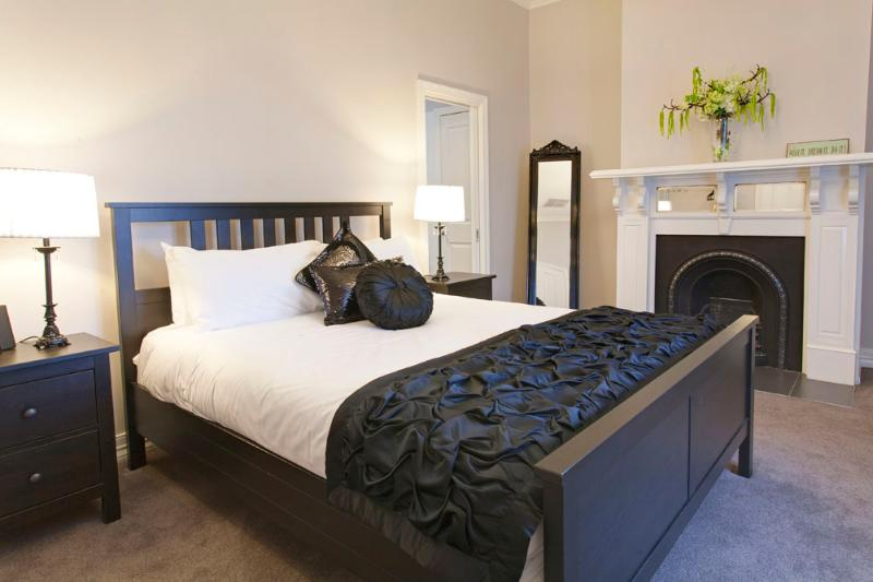 "Main Bedroom - queen bed, 32"" LCD TV, iPod dock & ensuite - Executive Townhouse on MacArthur, Central Ballarat - Ballarat - rentals"