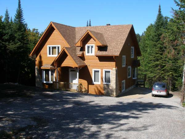 Driveway view - Magnificent lake shore villa in the Laurentians - Saint-Adolphe-d'Howard - rentals