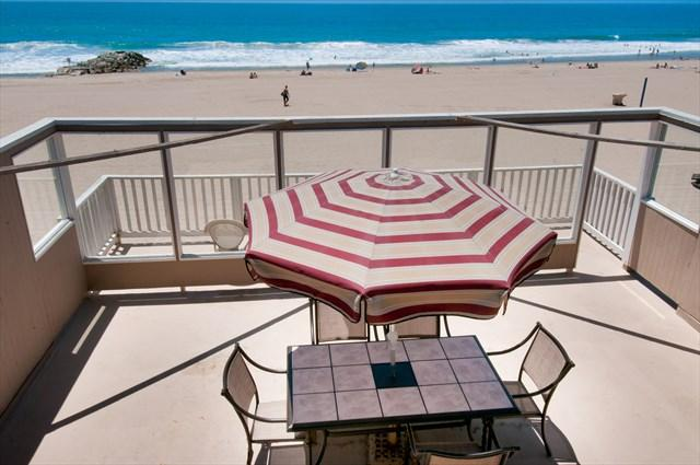 Roof Top Deck with view to the beach - 5207 B Seashore Drive- Upper 3 Bedrooms 2 Baths - Newport Beach - rentals