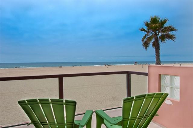 Main floor balcony with view - 6602 B West Oceanfront- Upper 3 Bedrooms 3 Baths - Newport Beach - rentals