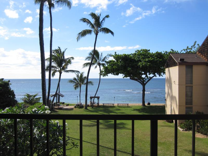 View from the lanai. - Haleiwa Beachfront Condo with Privacy-Bedroom AC - Haleiwa - rentals