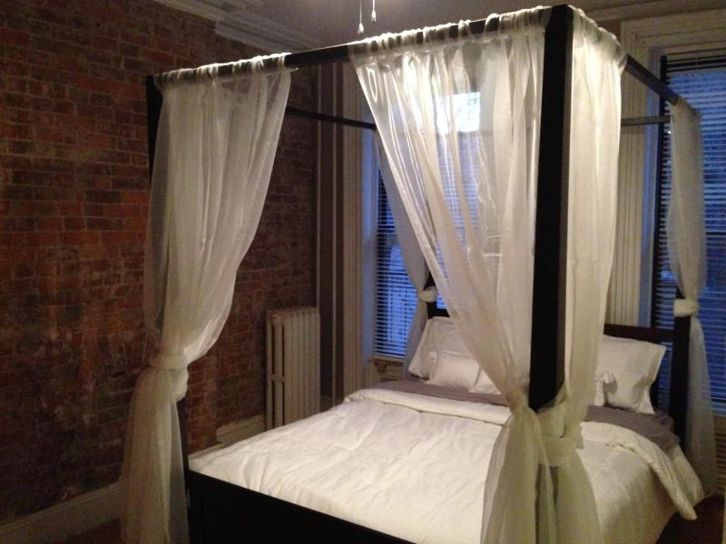 Four Poster Bed - Exposed Brick Brownstone Apartment! - Jersey City - rentals