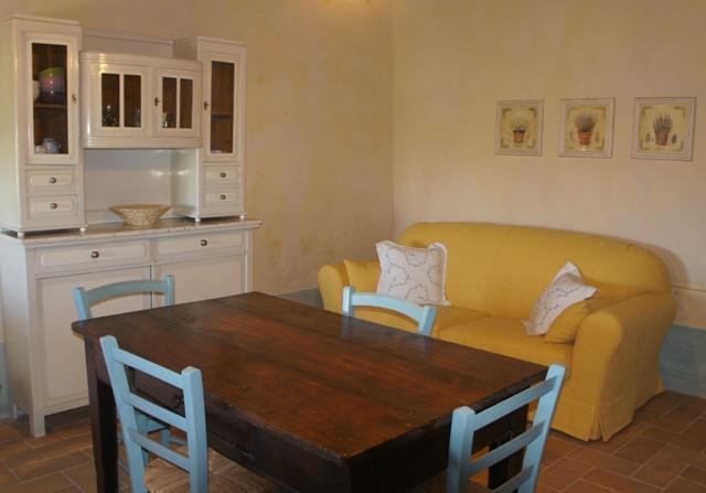 living/kitchen - BIO Fattoria Fontegeloni, LA CICALA E LA FORMICA, 42 mt apart. - Serra San Quirico - rentals